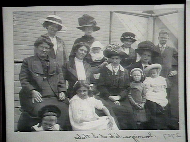 Immigrants to NSW, widow domestics with their children, 190? Find more detailed information about this photograph: http://www.acmssearch.sl.nsw.gov.au/search/itemDetailPaged.cgi?itemID=202462 From the collection of the State Library of New South Wales http://www.sl.nsw.gov.au