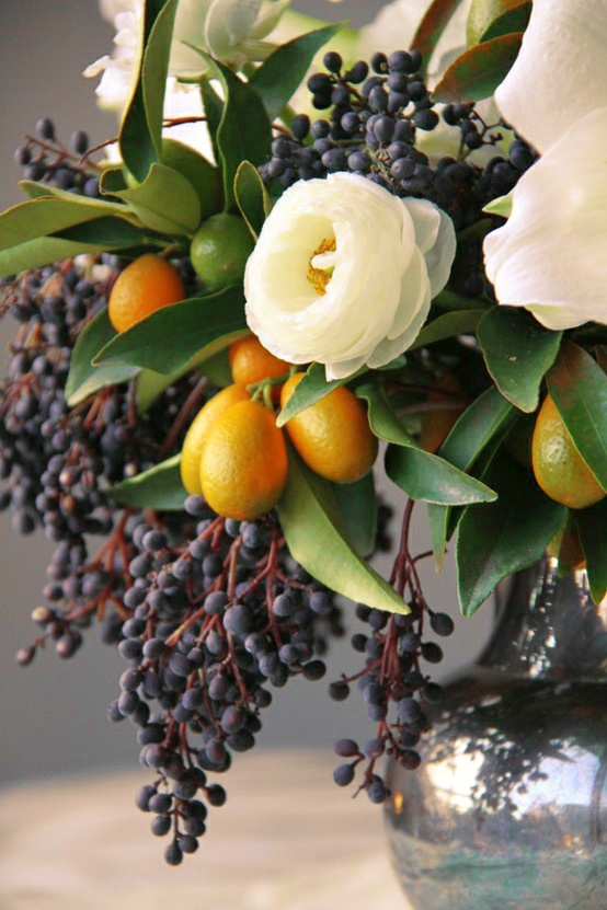 black and white florals and berries + kumquats // centerpiece #fall #decor