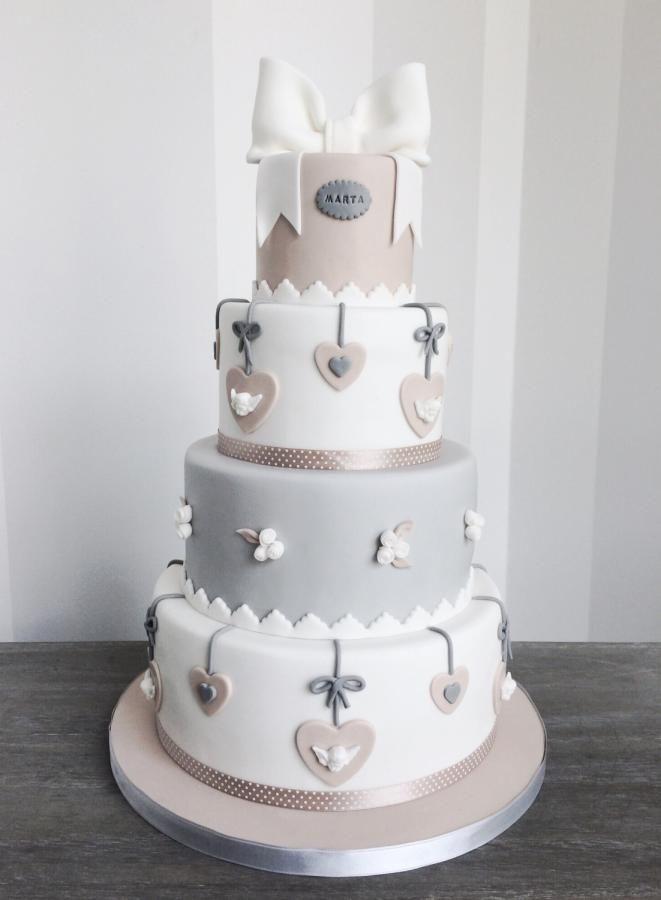 Kreative Hochzeitstorte in Grau und Taupe