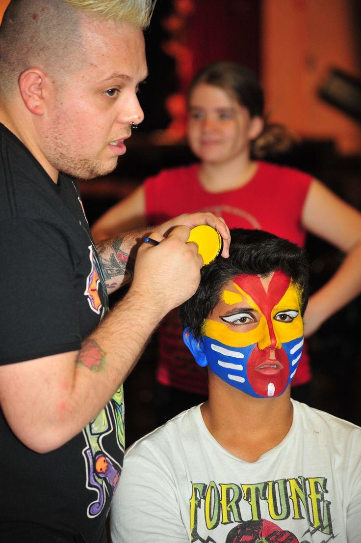 """Nuestros alumnos se encargaron del maquillaje y caracterización de la obra """"El Rey León"""" del Centre d'Estudis Mollet."""