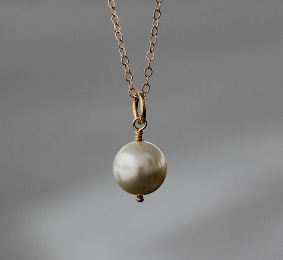 Swarovski Crystalpearl with 14K Gold filled Chain.