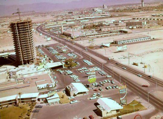 1964 - Dunes hotel tower under construction. The Flamingo ...