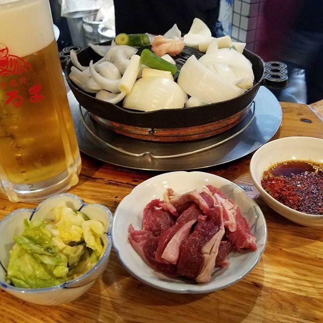 @北海道 だるま6.4店  すすきので有名なジンギスカン屋さん。  #北海道 #hokkaido #札幌 #すすきの #ジンギスカン #焼き肉 #肉 #羊 #ビール #beer #立ち飲み #食べ歩き #飲み歩き #一人旅