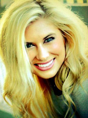 Blonde Jessie Carter Has Been A Cheerleader For Usc San