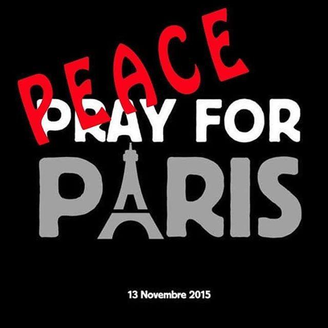 C'est de paix dont on a besoin. Pas de prière. C'est la religion elle-même qui a poussé des hommes à venir mourir à Paris en emportant d'autres personnes dans leurs attentats. #PeaceForParis