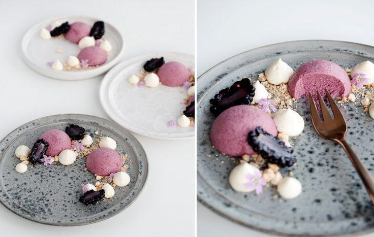 Skøn dessert med brombær, cheesecake og hvid chokolade