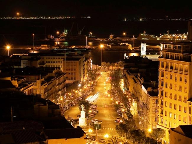 Tutto è pronto per la Notte Gialla, anche la città sembra pronta a colorarsi con le sue luci notturne.