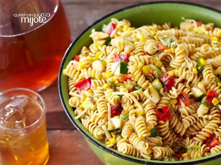 Salade de pâtes aux légumes grillés - La salade estivale idéale pendant la saison du maïs.