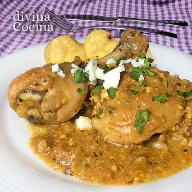 Esta receta de pollo en pepitoria es un gran clásico entre los guisos caseros y sencillos de pollo. El guiso es sencillo y sabroso.