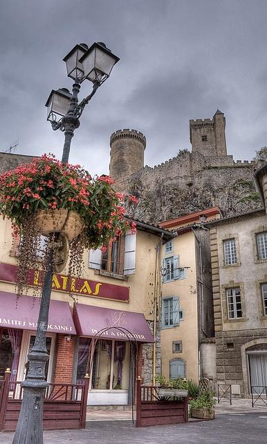 Le Château de Foix depuis la place Pyrène - Ariège, Foix