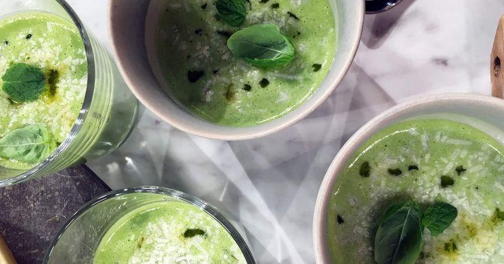 Soppa på gröna ärtor, havredryck, örter och vitlök. Fräscha och riktigt goda smaker!
