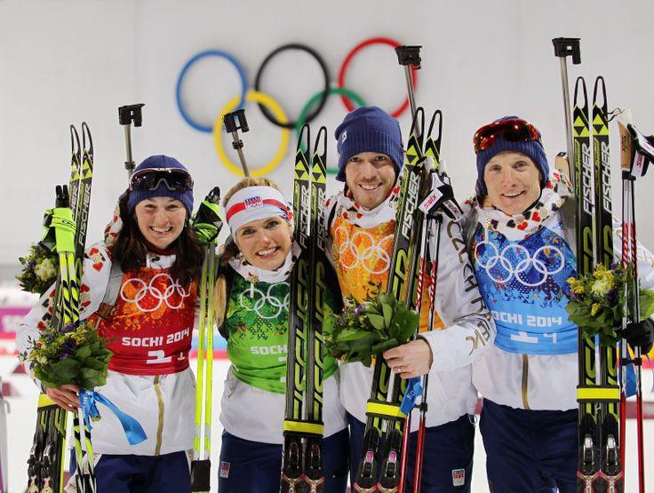 Čeští biatlonisté vybojovali stříbrnou olympijskou medaili ve smíšené štafetě, zvítězil tým Norska, bronz získala Itálie. (19. února 2014)