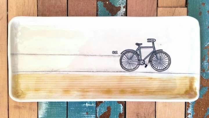 Grande assiette rectangulaire avec vélo_KG céramique