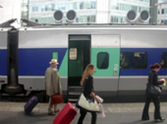 France and Europe Rail Pass Selector: A train at Paris' Gare de Lyon