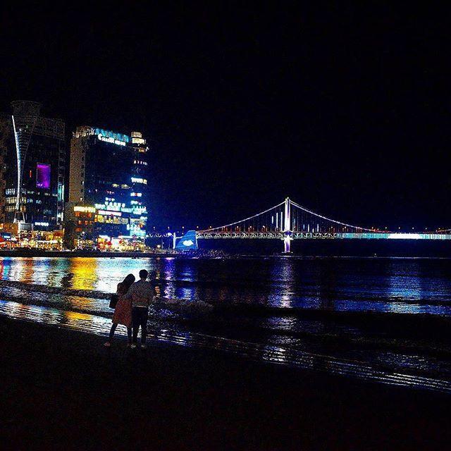 #korea #southkorea #night #nightshot #nightpic #busan #pusan #haeundae #beach #sea #bridge #lights #imissit #couple #gwangan #travelpic #traveller #traveler #travelgram #travelphotography #D3300 #nikon