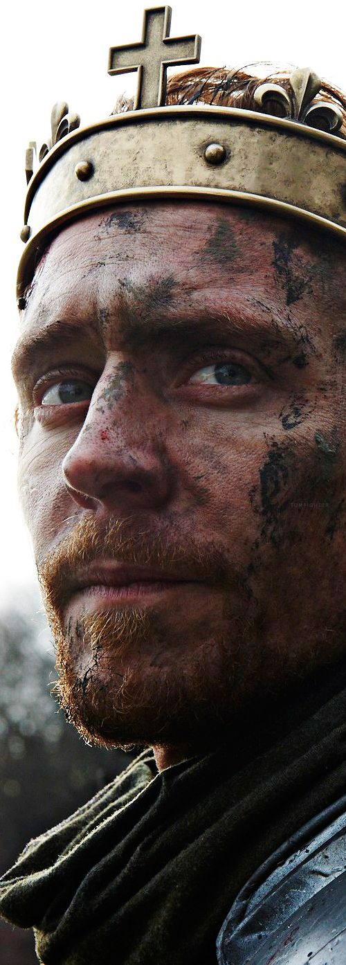 Another one of those 'hey let's split it into a million pieces' picture I found on tumblr. It's very big and really clear so we can see King Henry V in all his dirty glory!