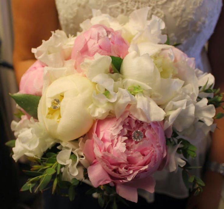 Brudebukett med rosa og hvite peoner