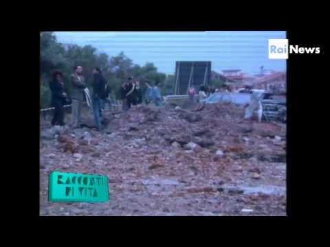 -23 Maggio 1992, dentro il cratere- Le immagini dell'operatore Marco Sacchi mostrano da vicino la devastazione prodotta dalla tonnellata di tritolo esplosa a Capaci. Ringrazio l'utente Twitter @RosamariaNoia per aver  postato sulla mia bacheca il link.