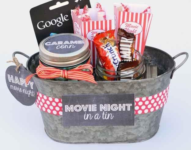 Que tal um kit noite de filmes com os lanchinhos e doces preferidos do casal?