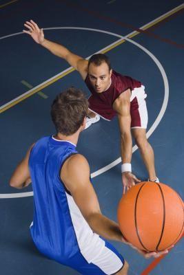 Movimientos en contra de jugadores de baloncesto altos   eHow en Español