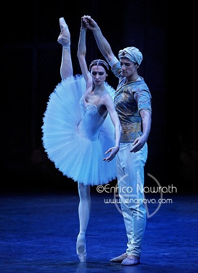 Svetlana Zakharova and Dmitry Semionov in La Bayadère.  Photo by Enrico Nawrath / Светлана Захарова
