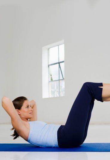 """Die besten Bauch-Beine-Po-Übungen - Tschüss, faule Ausreden! Diese effektiven Bauch-Beine-Po-Übungen machen Schluss mit der ewigen Leier von """"keine Zeit"""" und """"zu viel Stress"""". Denn Sie können sie jederzeit in den heimischen vier Wänden machen..."""
