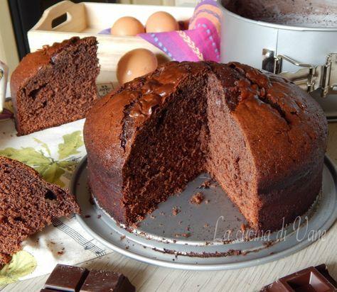 Torta al cioccolato ricetta golosa per fare un dolce che conquista tutti per il suo profumo e per il risultato di una torta compatta,umida che non sbriciola