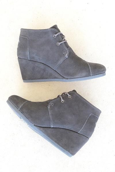 A classic and chic bootie that is high on comfort and style. Dress up or down, this TOMS shoe will be sure to be a staple in your wardrobe. Adorned in the queen of all neutrals, grey! With every pair