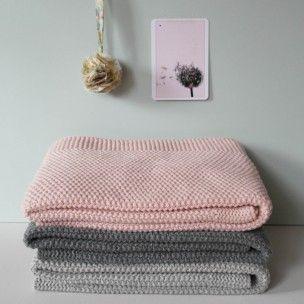 Cette+couverture+est+idéale+pour+garder+votre+bébé+bien+au+chaud. Sa+grande+taille+permet+de+bien+envelopper+bébé+et+avec+80%+de+laine,+elle+est+parfaite+pour+les+longues+promenades+! 3+couleurs+disponilbes Création+:+Rose+in+April
