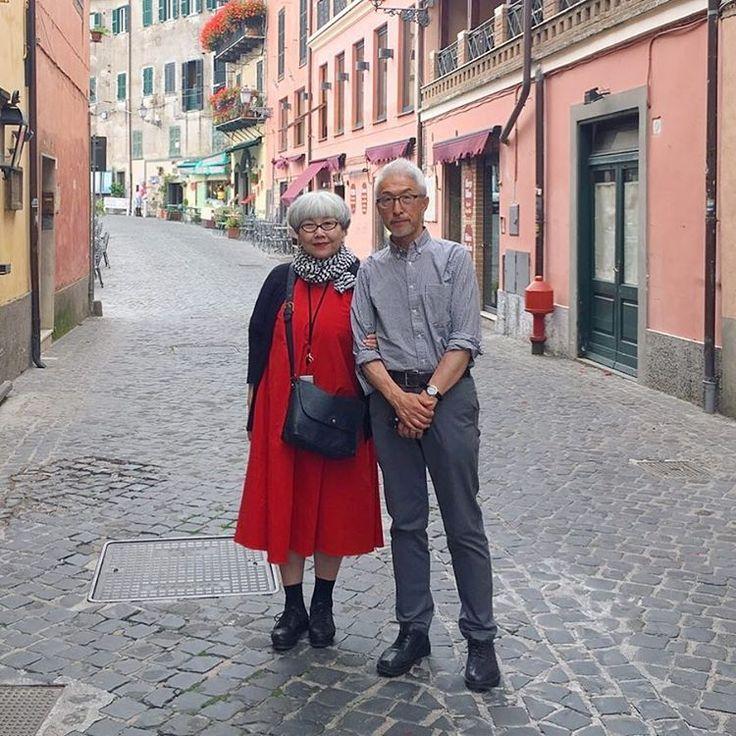 2016年6月 初めての海外旅行でイタリアに行きましたイチゴが名物の可愛らしいネミの街にて #couple #over60 #fashion #coordinate #outfit #ootd #instafashion #instaoutfit #instagramjapan #whitehair #silverhair #greyhair #夫婦 #60代 #ファッション #コーディネート #グレイヘア #白髪 #共白髪