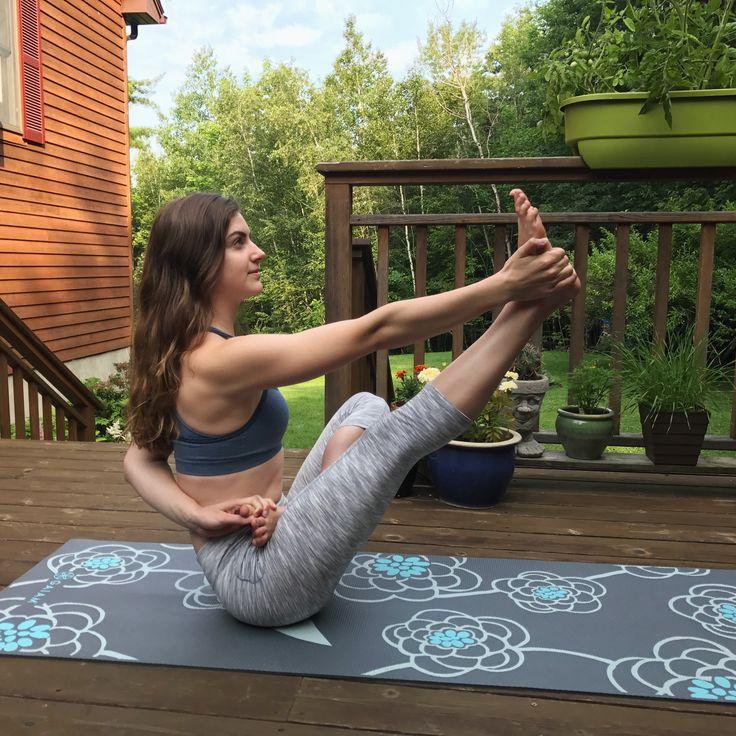 Lotus + Boat pose   #yoga #yogini #boatpose #lotuspose #yogapose #yogainspiration #yogainspo #fitness #fitnessinspo #morningmotivation #workout #athomeworkout #yogaworkout