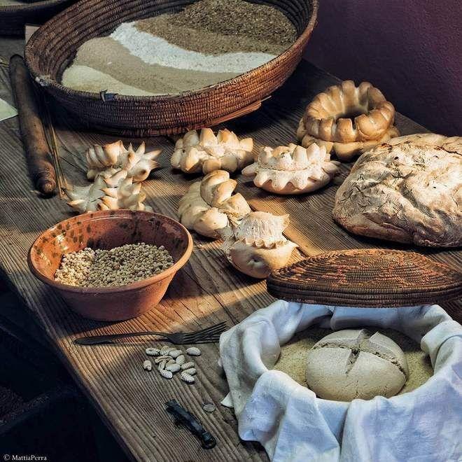 @mattiaperra Museo del grano di Ortacesus (NU) esposizione pani della tradizione