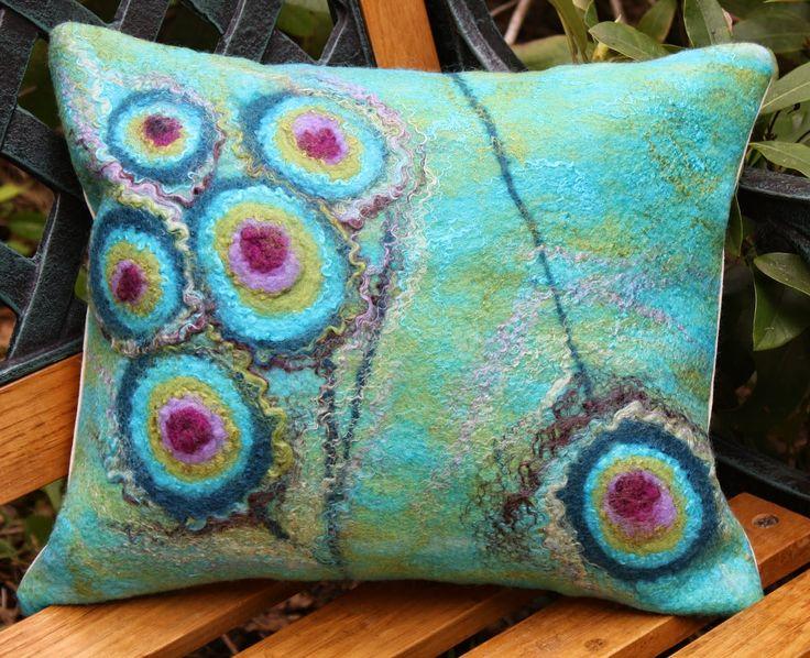 filc filcowanie na mokro na sucho filcowanie na jedwabiu malowane wełną rękodzieło filcowane torby biżuteria nunofelting woolpainted felted bags