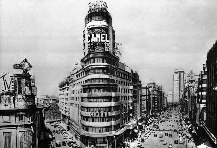 Edificio Carrión / Cine Capitol, Madrid. Luis Martínez-Feduchi y Vicente Eced y Eced, 1931-1933.