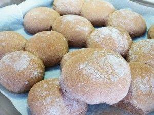 Συνταγή για ψωμάκια από αλεύρι ντίνκελ.