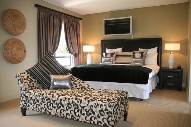 Three bedroom Cluster bedroom.     http://www.eahs.co.za/establishments/villa