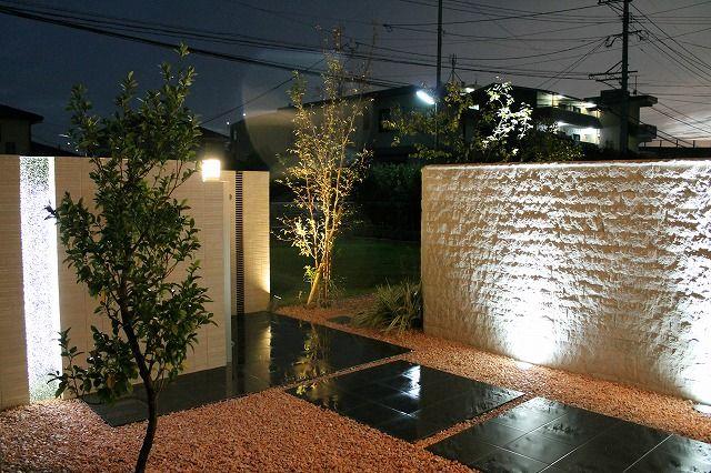目隠しアイテムをライティングアイテムに。周りを気にせず、1日中楽しめる家族の空間。 #lightingmeister #pinterest #gardenlighting #outdoorlighting #exterior #garden #light #house #home #blindfold #private #wall #walllighting #japanesestyle #family #healing #目隠し #エクステリア #プライベート #壁 #ウォールライティング #和 #和風 #家族 #癒し Instagram https://instagram.com/lightingmeister/ Facebook https://www.facebook.com/LightingMeister