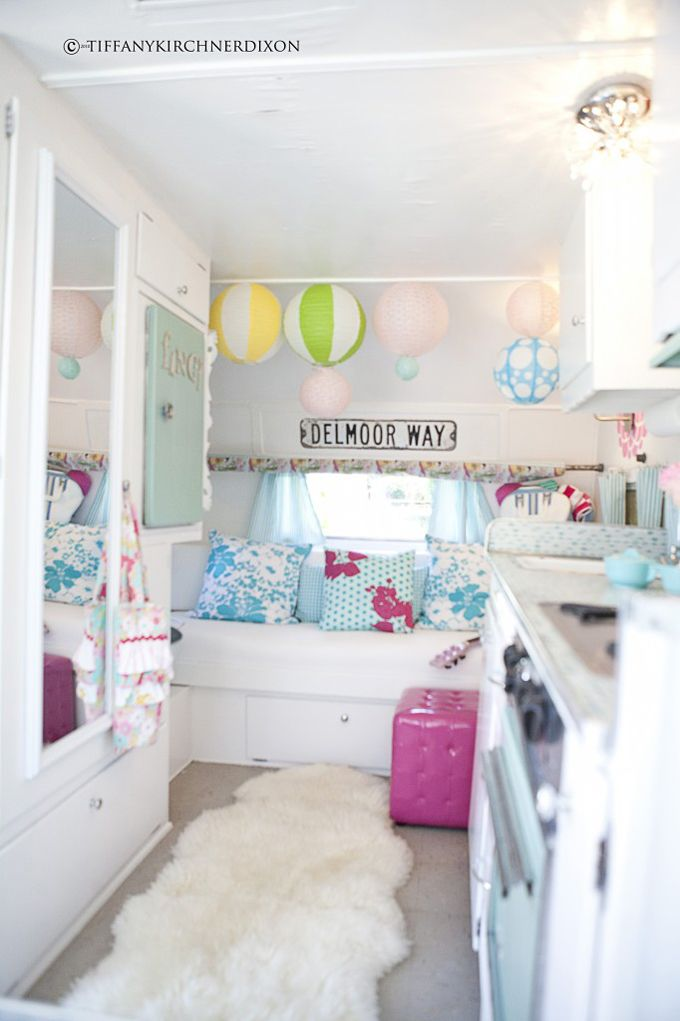 .OMG. I  WANT THIS ROOM SO BAD!: Glamping, Vintage Trailers, Idea, Color, Travel Tips, Camps Trailers, Travel Trailers, Caravan Interiors, Vintage Campers