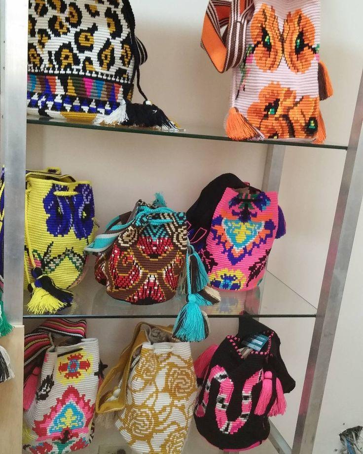 Wayuu Mochila bag Chorrera. Ag. 12-10. Whatsapp +573182099848.