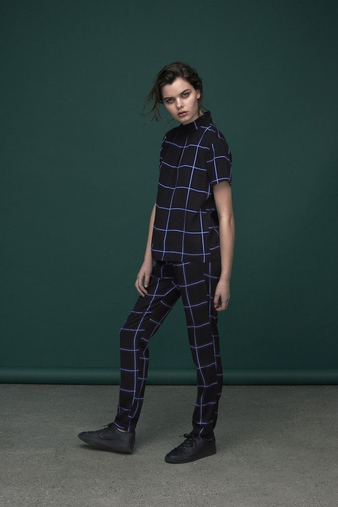 Midnight blue checked print co-ord.  Tile print turtleneck top with short sleeves and loose fitted pants.  Top: Safir / Saly Print Pants : Ibi / Saly Print