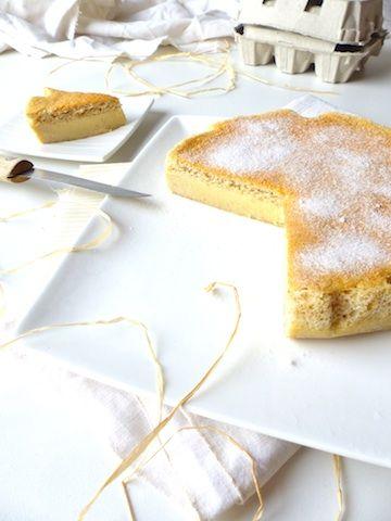 """Mes invités d'hier se sont accordés pour dire de ce gâteau magique sans gluten (gâteau à 3 couches : génoise, crème, flan) """"c'est une tuerie!"""". No comment."""
