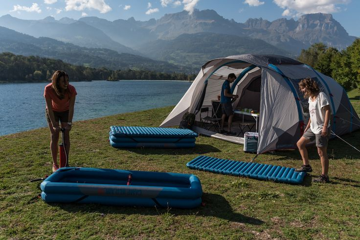 Tent, slaapmatje? Check! Kampeerstoeltje, hangmat? Check! DECATHLONs huismerk Quechua vinkt samen met jou je paklijstaf! Met volgende innovaties lijkt zelfs de smerigste festivalcamping een viersterrenhotel onder de blote hemel.
