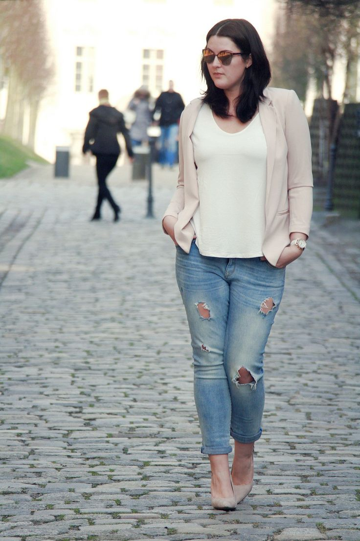 kurvig-schoen-plus-size-blog-fashion-blogger-outfit-rosa-blazer-drestroyed-jeans-vogue6