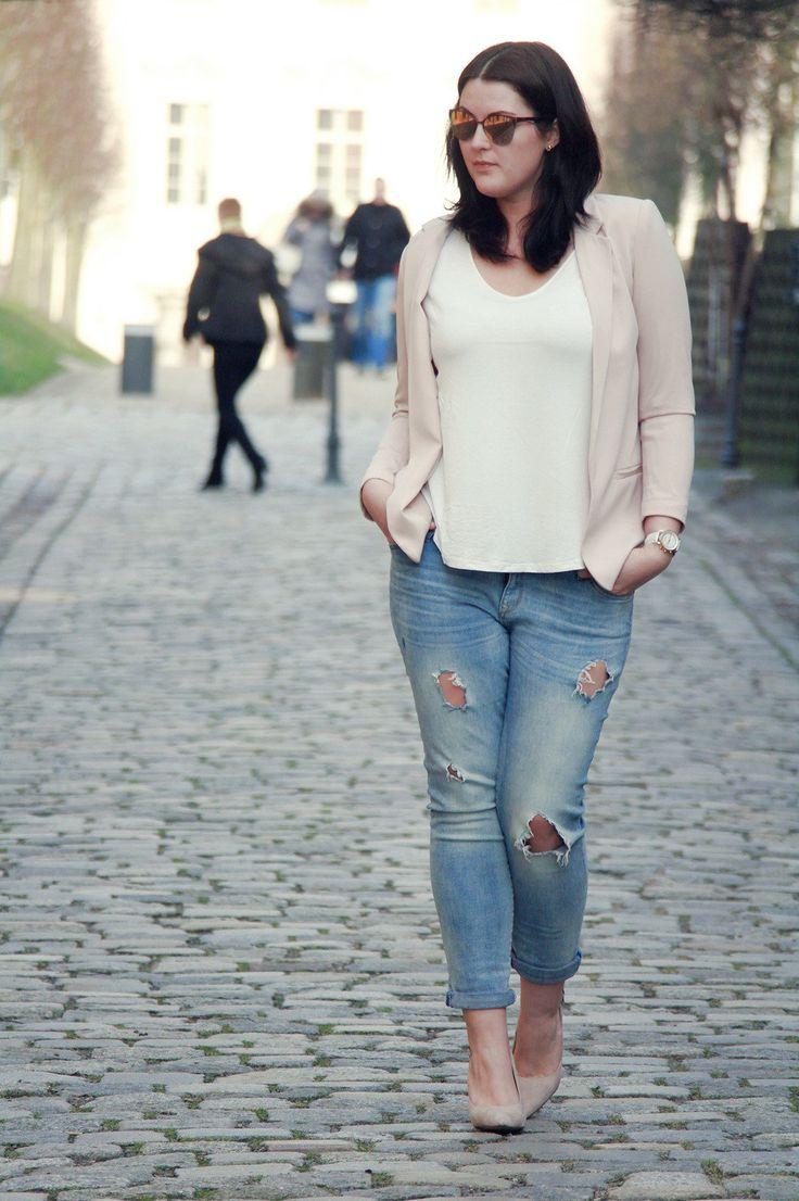 kurvig-schoen-plus-size-blog-fashion-blogger-outfit-rosa-blazer-drestroyed-jeans-vogue6