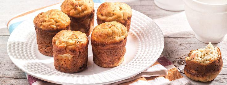 Αλμυρά muffins με καπνιστό σολομό, γιαούρτι και άνηθο