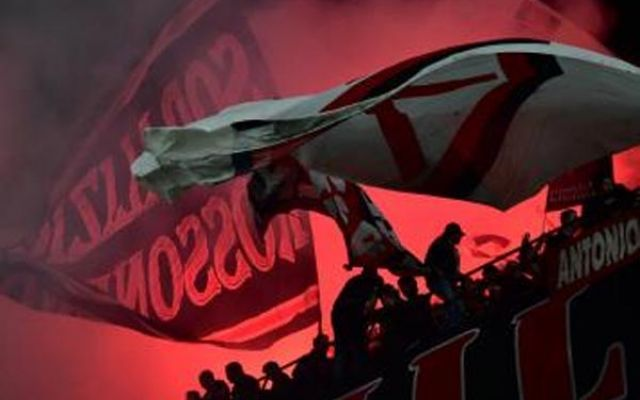 Milan-Juve: due accoltellati, gravi, arrestato un 19enne tifoso del Milan Assalto da parte di un gruppo di tifosi del Milan in un bar a Roma dopo la finale di Coppa Italia contro la Juve. Come riferisce Gazzetta.it, due persone sono state accoltellate e trasportate in grav #milan-juventus #accoltellati