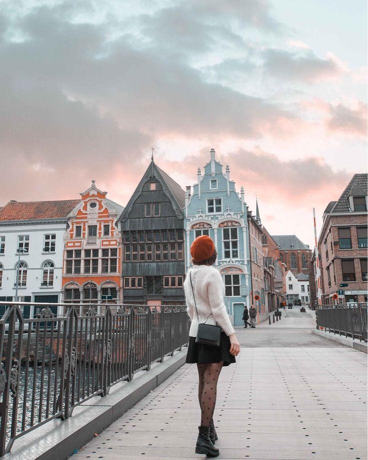 """Mechelen, Bélgica. """"Andando no caminho flutuante ao lado do rio, encontrei o …   – My Hometown"""