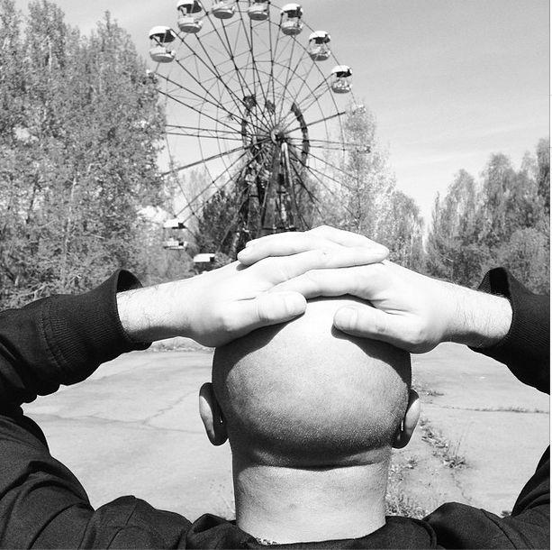 UKRAINE. Chernobyl. Swing on which so no riding. 2014. УКРАИНА. Чернобыль. Качели, на которых так никто и не катался. 2014.