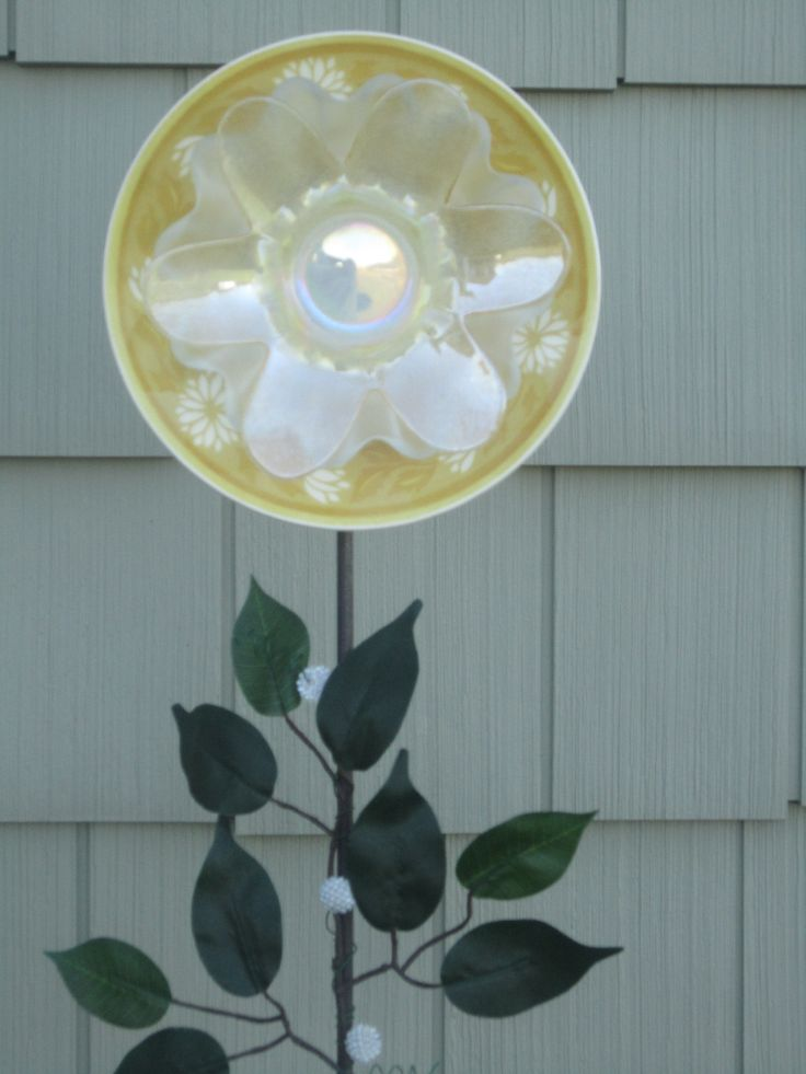 Upcycled glass yard decorations by lynn louise designs for Upcycled yard decor
