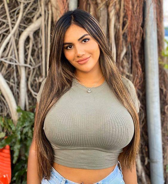 Pin på fully clothed big boobs (dicke Brüste im Shirt)